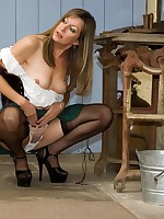 milk maid gets playful - Vintage Milfs