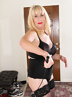 I like to be dominated - Granny Girdles